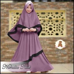 Busana Muslim Anak Untuk Lebaran Nandia Kids Syar'i Warna Purple Bahan Moscrpe Lotus